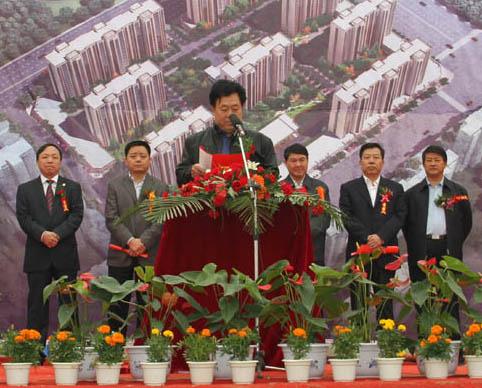 为庆贺这一意义非凡的时刻,亚新集团董事长张瑞新,副总裁毕海涛
